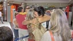 Mãe e filho se reencontram em Campo Grande, após 28 anos