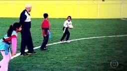 Alunos aprendem a jogar rugby em escolas municipais da capital