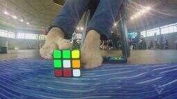 Campeonato de Montagem de Cubos Mágicos acontece no Sesc de Santos