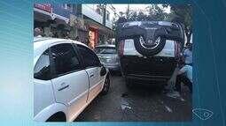 Carro capota e atinge cinco veículos em Jardim da Penha, Vitória