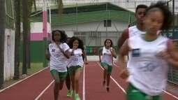 Usain Bolt inspira jovens do Rio