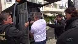 Carlinhos Cachoeira é preso por agentes da Polícia Federal no Rio