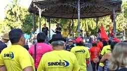 Servidores do estado fazem protesto contra parcelamento da reposição salarial da inflação
