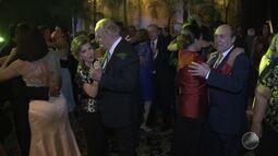 Baile beneficente relembra os anos 60 em Salvador