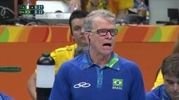 """Bruninho fala da importância do pai no título olímpico: """"Precisa desacelerar"""""""