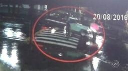 Jovem sai ilesa após ser atropelada por caminhonete em São Roque
