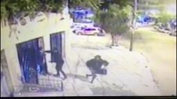 Imagens mostram roubo à residência em Laranjeiras