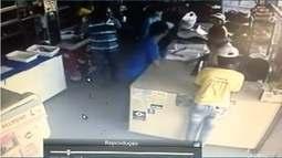 Bandidos roubam padaria em Montes Claros