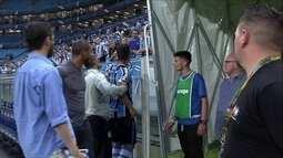 Capitão Maicon discute com torcedores do Grêmio após jogo contra Atlético-MG