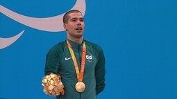 Daniel Dias recebe o ouro dos 50m costas S6