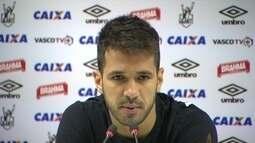 Vasco se prepara para enfrentar o Atlético-GO e manter a liderança