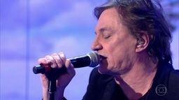 Fábio Jr. canta sucessos no palco do Caldeirão