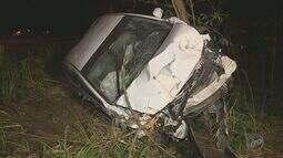 Veículo capota e derruba árvores em meio a uma mata de Campinas