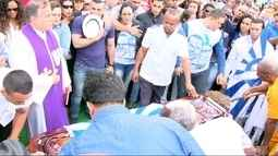 Corpo de presidente da Portela é enterrado