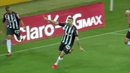 Gol do Atlético-MG! Carlos César cruza, e Lucas Prato marca, aos 17' do 1º tempo