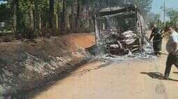 Ônibus pega fogo em estrada de Indaiatuba após problemas elétricos