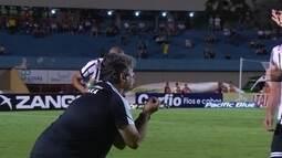 Técnico do Bragantino reclama da arbitragem e é expulso, aos 18 do 2º tempo