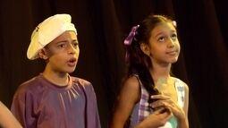 Coro infantil do Projeto Cariúnas canta cantigas de roda