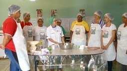 Mulheres que produzem biscoito em Glaucilância recebem curso profissionalizante
