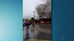 Loja de autopeças pegou fogo em Poá