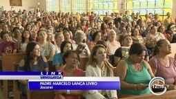 Fieis lotam igreja para conhecer o padre Marcelo Rossi em Jacareí