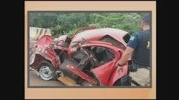 Carro despenca em barranco e mulher de 29 anos morre em acidente na BR-282