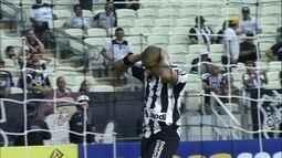 Rafael Costa bate, Rafael Santos defende e bola quase entra aos 17 do 2º tempo
