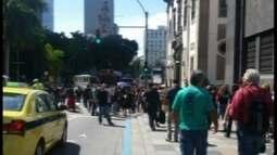 Servidores do RJ fazem protesto contra pacote de medidas anunciadas pelo governo