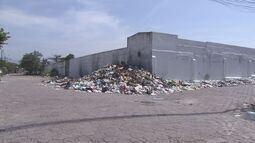 Lixo se acumula nas praias de São Vicente