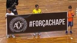 Homenagem às vítimas do voo da Chapecoense antes de Corinthians x Sorocaba do futsal