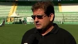 """Técnico Guto Ferreira lamenta a tragédia e diz que """"tenta ser forte"""""""