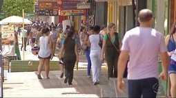 Veja planos de moradores de Dourados sobre destino do 13º salário