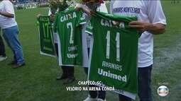 Camisa dos jogadores e dirigentes da Chapecoense são entregues aos seus familiares