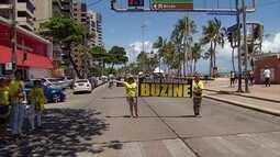 Manifestantes fazem ato contra corrupção na Avenida Boa Viagem