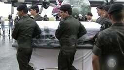 Aviões com corpos de vítimas de acidente aéreo chegam a Chapecó