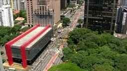Manifestantes começam a chegar na Avenida Paulista para protesto contra a corrupção