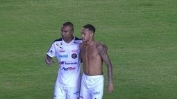 Neymar entrega camisa para árbitro após amistoso contra a fome