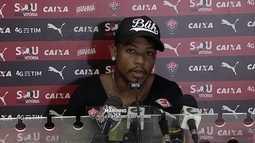 Sem revelar nome do futuro clube, Marinho anuncia saída do Vitória