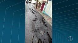 Chuva forte interdita travessa em Arraial do Cabo, no RJ
