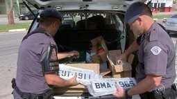 Polícia encontra fábrica clandestina de placas de carros em Votorantim