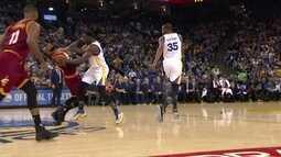 Draymond Green faz falta dura em LeBron James e jogadores discutem