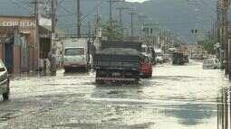 Chuva volta a causar problemas na Baixada Santista