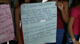 Alunos protestam para cobrar melhorias na estrutura de escola em São Luís