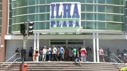 Bandidos fazem clientes e funcionários reféns no Ilha Plaza Shopping