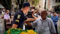 Dois paulistanos que trabalham na Praça da Sé se falam pela primeira vez