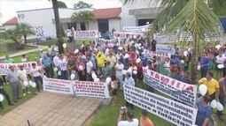 Famílias protestam contra livros didáticos com casamento entre gays em RO
