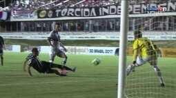 Rafael Grampola bate e João Vitor faz a defesa aos 32 do 2º tempo