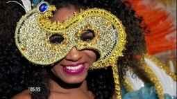 Carnavalescos dão dicas para encher de cor e brilho máscaras para o Carnaval