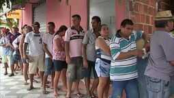Distribuição de sementes no interior do Ceará gera longas filas