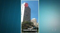 Balão pega fogo ao cair no bairro de Santa Cecília em SP